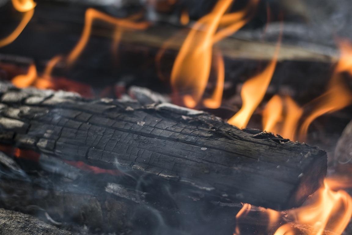 campfire-2310383_1280