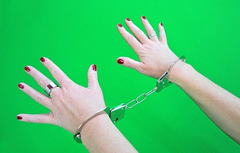 handcuffs-1694608_960_720