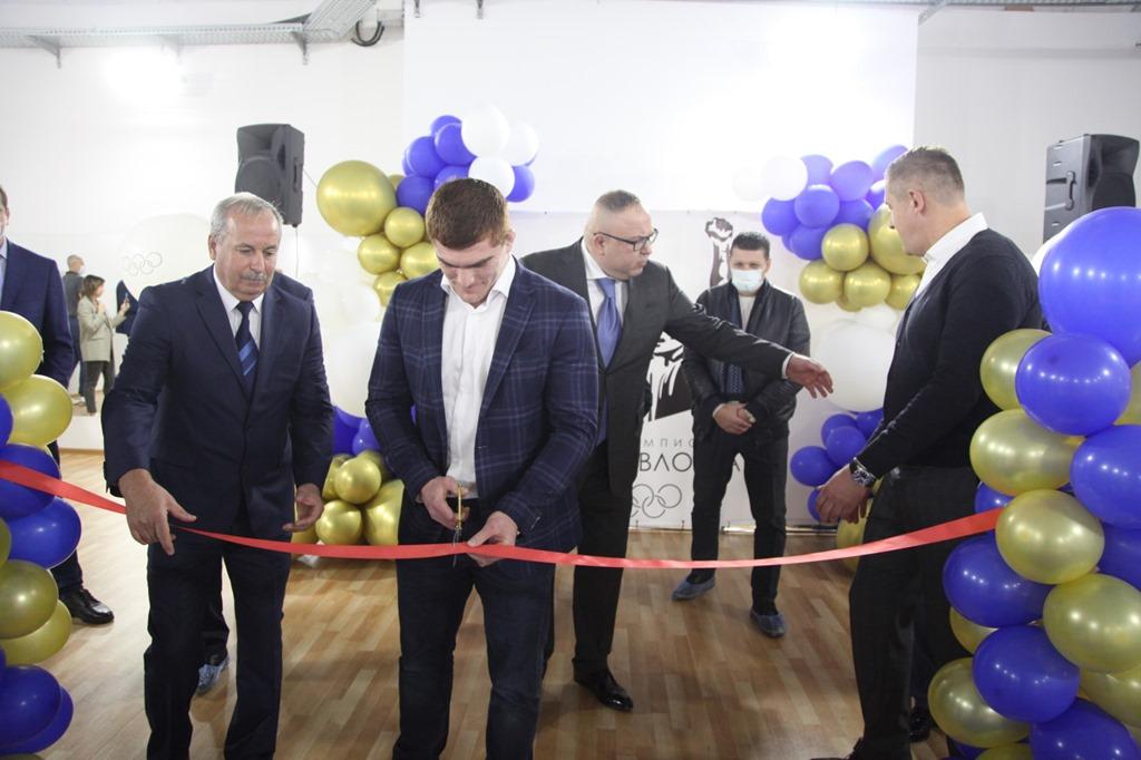 Олимпийский чемпион по борьбе Муса Евлоев открыл Школу чемпионов на «Автотор-Арене»